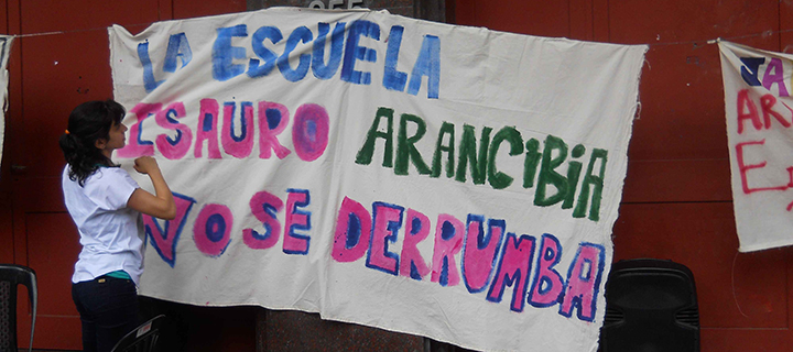 Protesting against tearing down the school building. Photo Courtesy by IAEC (María Eva)