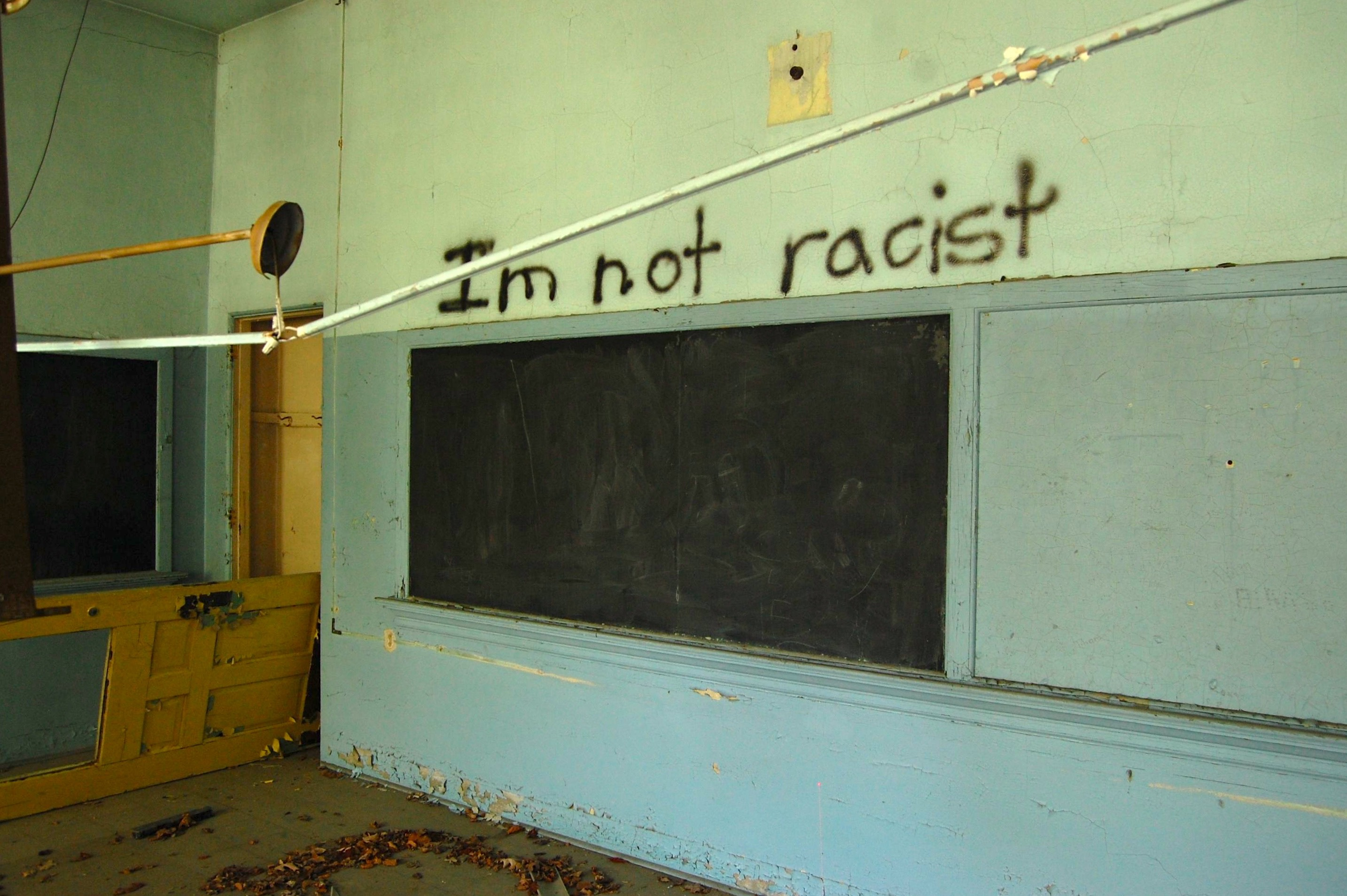 Photo of an abandoned classroom.