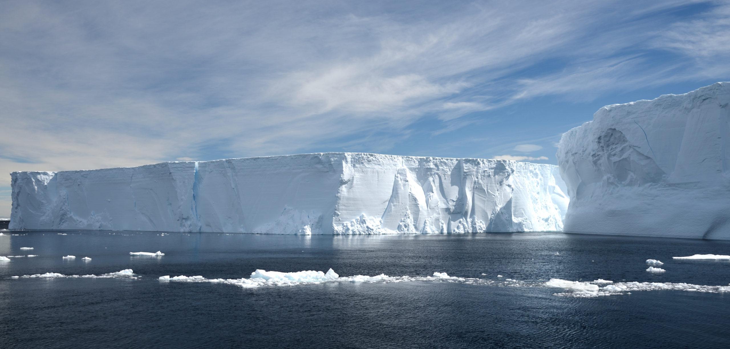Photo of icebergs.