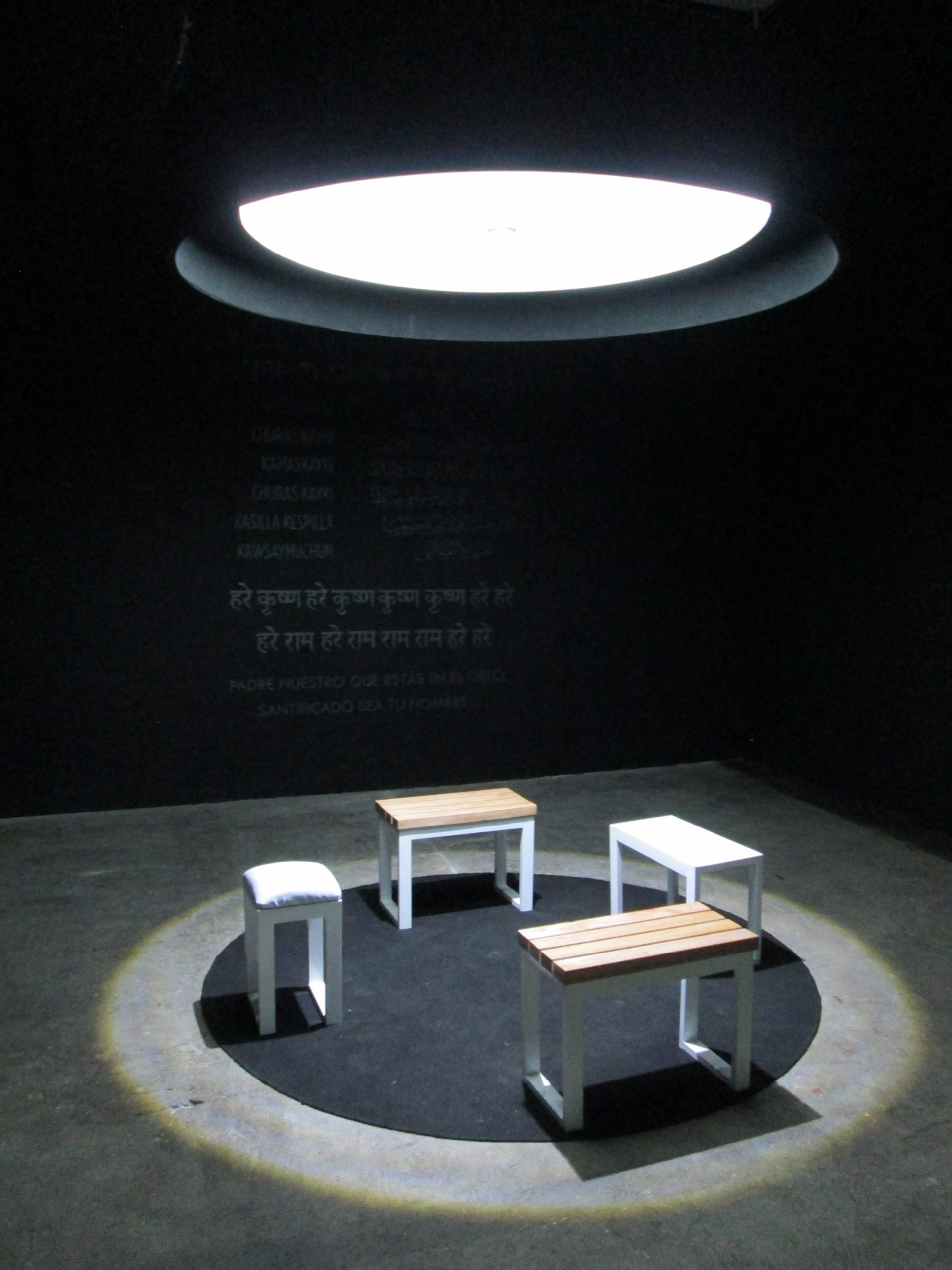 An photograph of a room in the Espiritualidades en Quito exhibition